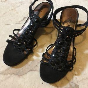 Shoes - 🌼 3/$25 Cute Black Wedge Heels